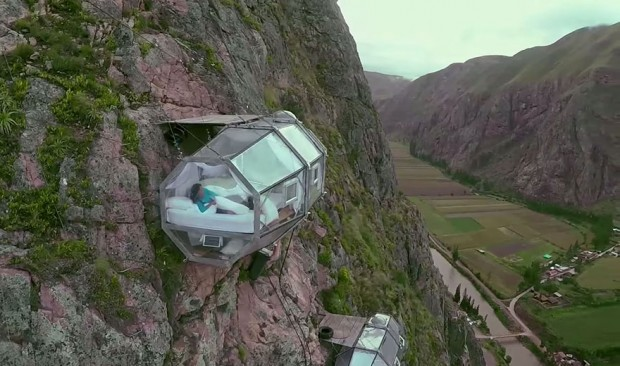 143scary-see-through-suspended-pod-hotel-peru-sacred-valley-81