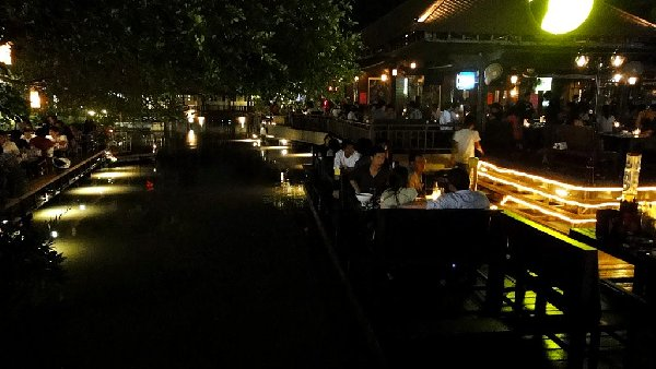 fullmoon-terrace-bar (1)